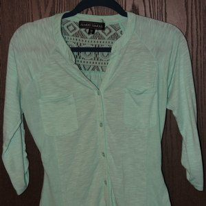 4/$20**Almost Famous mint button up 3/4 sleeve top